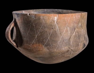 Carniated Bowl with One Handle and Incised Decoration